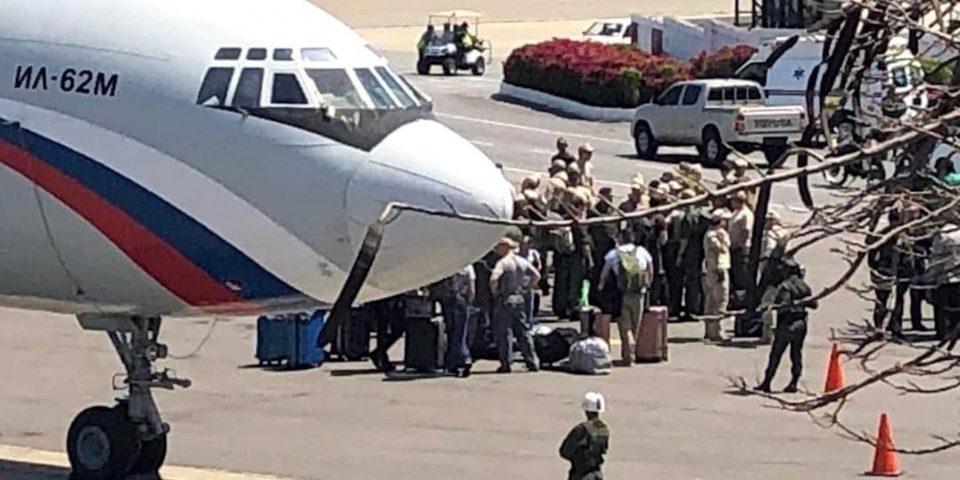 Руски војници пристигнаа во Венецуела, Гваидо повикува на борба за слобода (ВИДЕО)