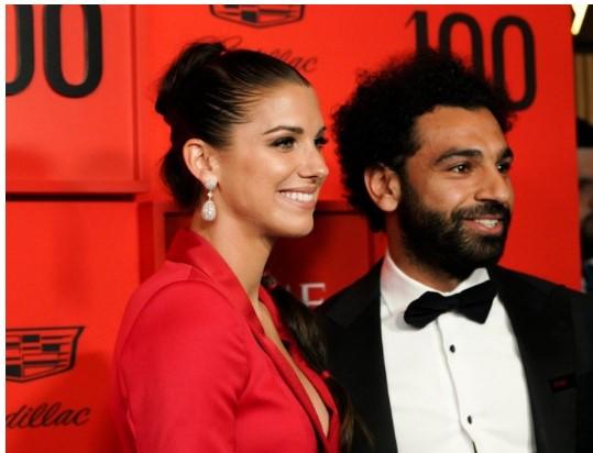 Морган е најубавата фудбалерка во светот: Салах не знаеше каде попрво да гледа (ВИДЕО)