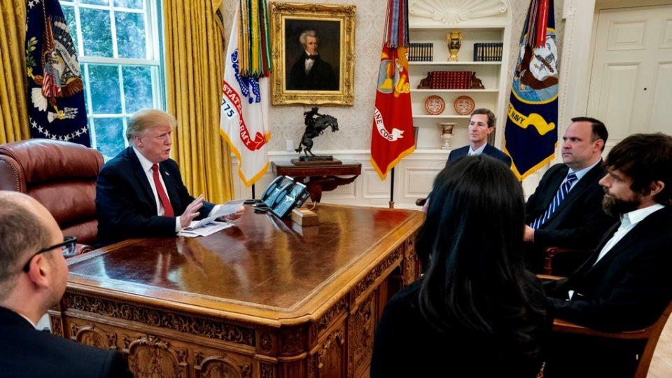 Директорот на Твитер се сретна со претседателот на САД во Белата куќа (ФОТО)