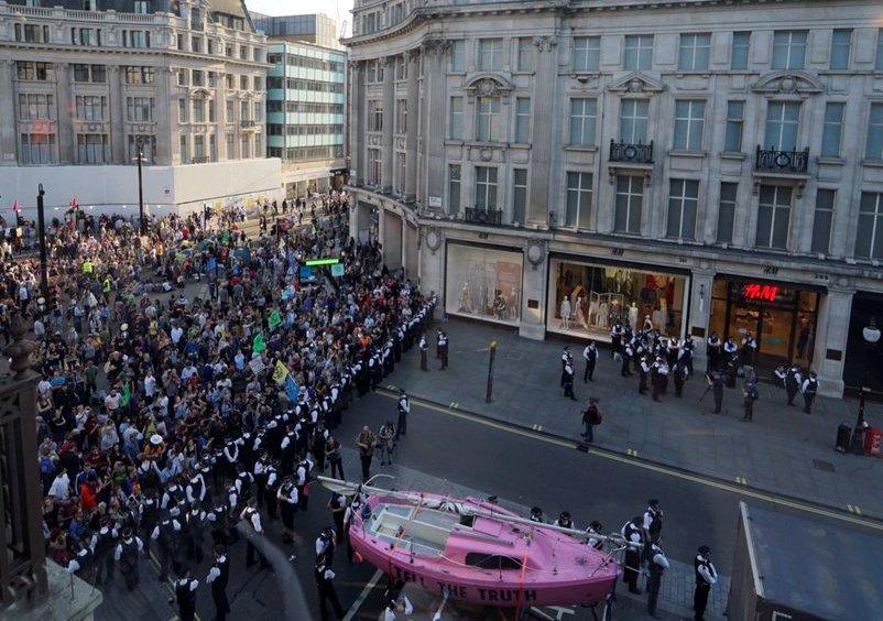 Во Лондон уапсени 718 активисти против климатските промени