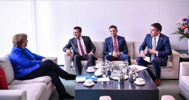 Меркел и Макрон го пофалиле договорот со Грција, но не ветија датум за преговори