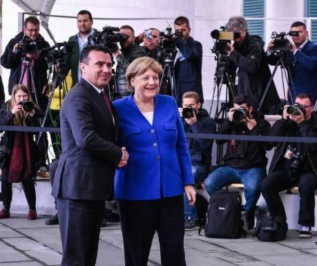 Заев: Меркел не е против, веста дека нема датум е стара