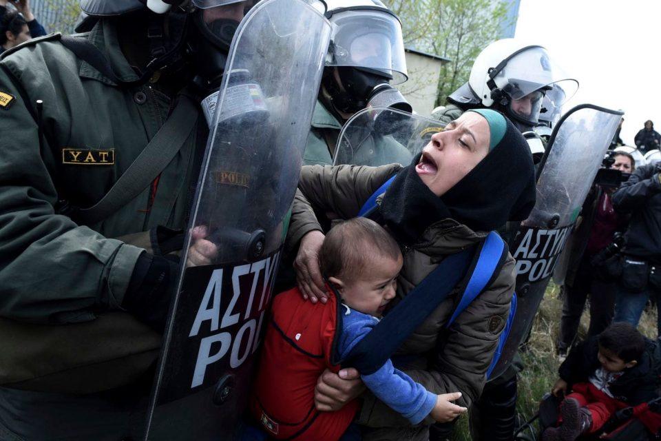 Прашањето со бегалците во Европа стана како вицот за Индијанците и белците