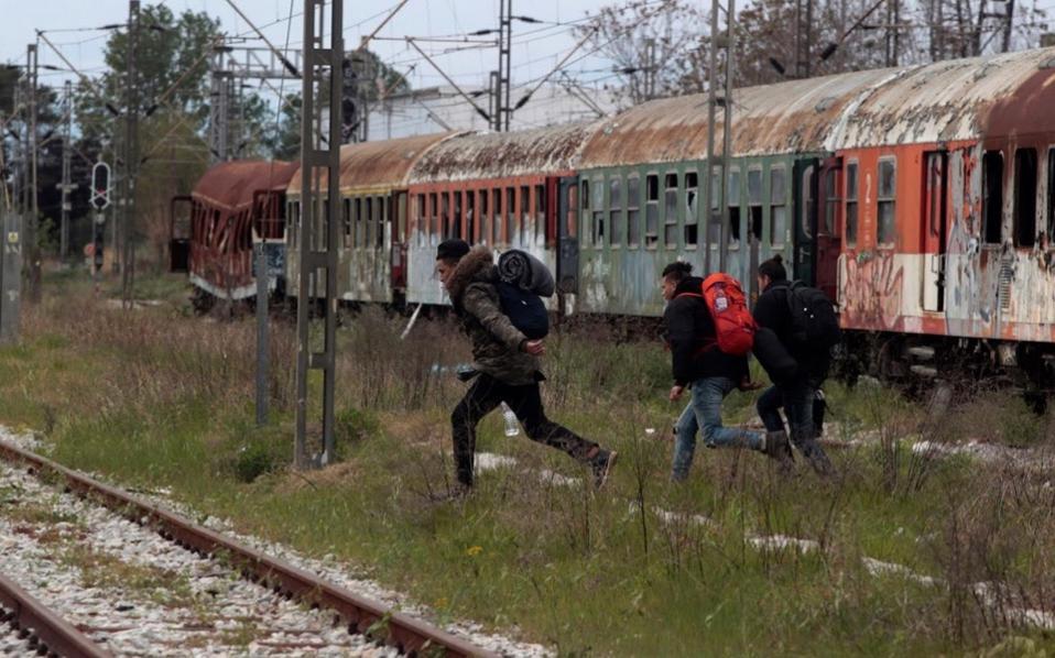 Мигранти во Солун на товарен воз се обиделе да влезат во Македонија