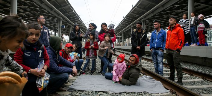 40 напуштени деца живеат во болница во Атина