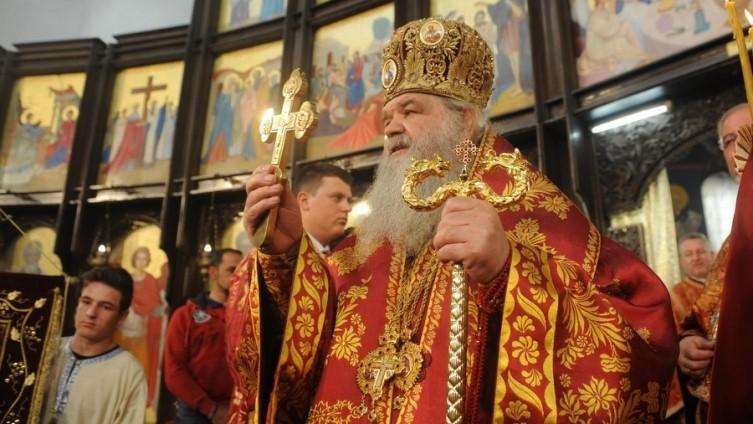 На власта на Северна и пречи и Архепископот на Македонската православна црква со знамето од Кутлеш