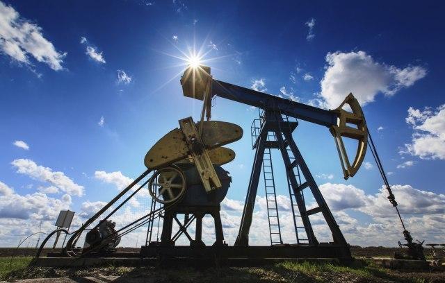 Нафтата во САД никогаш поевтина