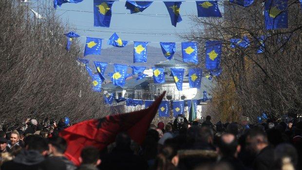 Меркел со план за Косово: Прво автономија за Србите, а по 20 години референдум