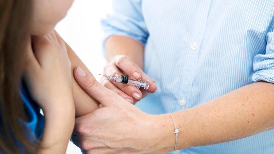 Кон: Кој ќе избере да не се вакцинира, го избира вирусот