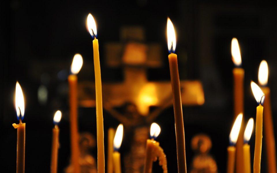 Православните христијани го слават Велики Петок