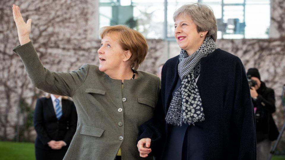 Лидерите на ЕУ реагираат на оставката на Тереза Меј