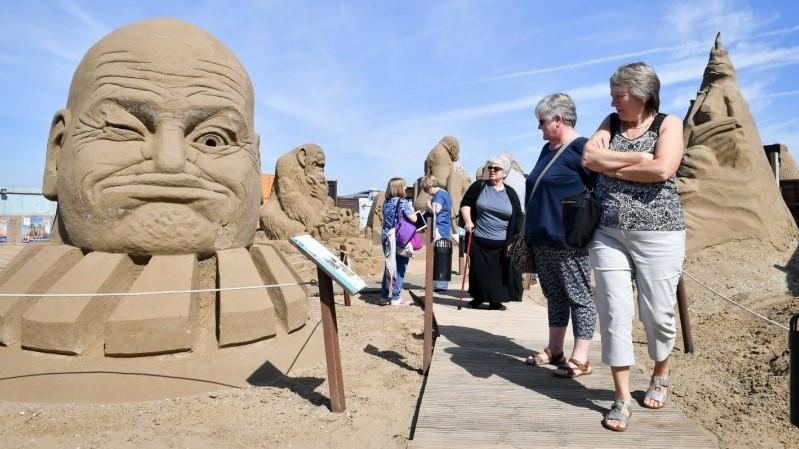 Фестивал на песочни скулптури на Трамп и останатите светски лидери (ФОТО)