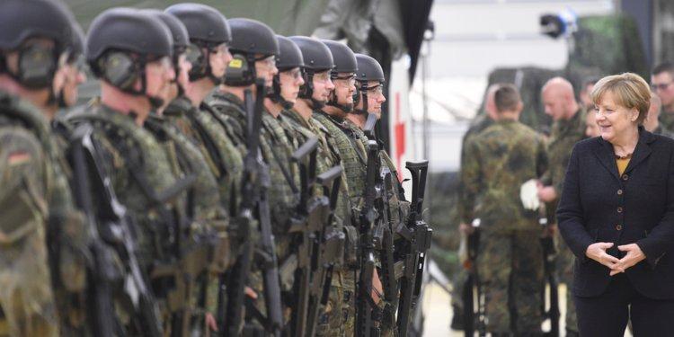 Меркел: НАТО мора да се фокусира на обезбедување на сопствената територија