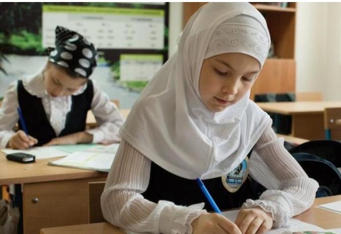 Во Австрија девојчињата на училиште не смеат да носат марами