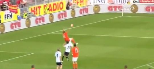 """Не е за фудбал: Како изгледа кога Новицки прави """"ножички"""" (ВИДЕО)"""