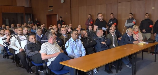 """Борците од """"Диво насеље"""" до судијката: Зборувајте албански, тука е Албанија, вие сте бегалци (ВИДЕО)"""