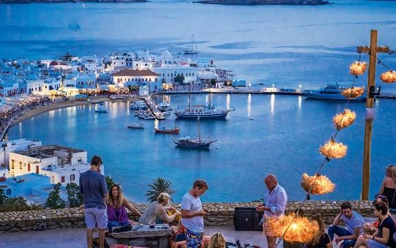 За четири порции лигњи и цезар салата: Сметка на Миконос 800 евра (ФОТО)