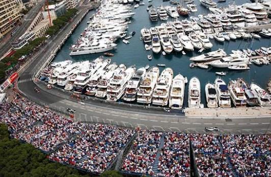 Луксуз и јахти: Хамилтон ќе стартува од пол позицијата во Монако