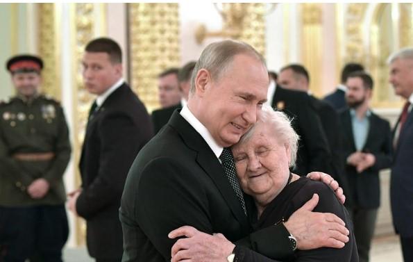 Наставничката на Путин открива: Владимир беше многу немирно дете (ФОТО)