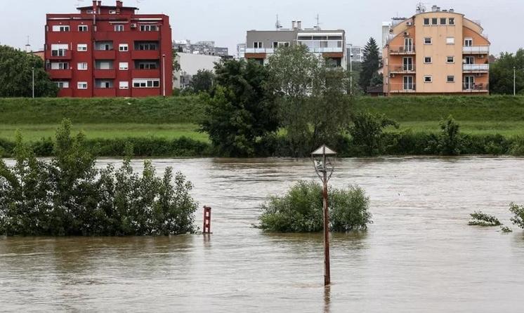 Се излеа реката Сава во Загреб (ФОТО)