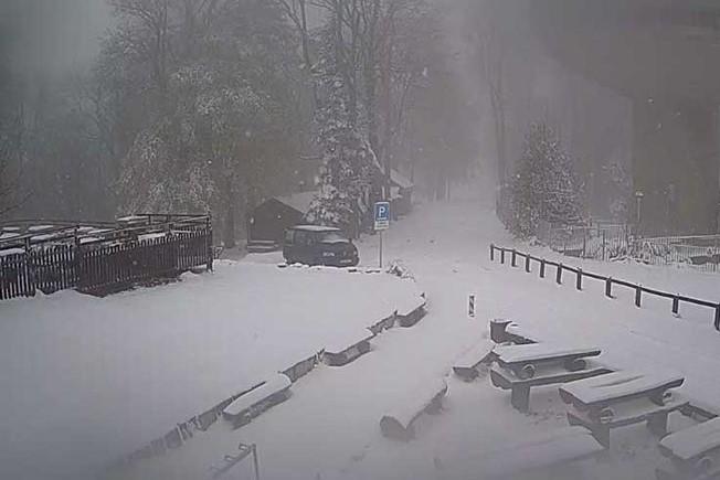 Снег среде мај: Хрватска под снежна покривка (ФОТО)
