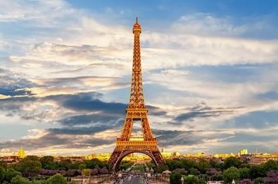 За 130 години Ајфеловата кула ја посетиле 300 милиони луѓе