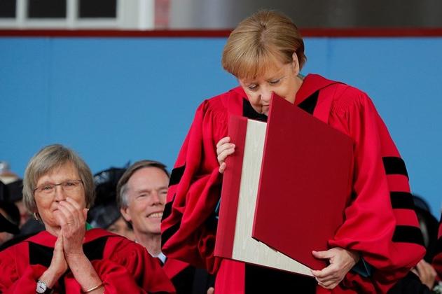 Меркел стана почесен доктор по право на Харвард