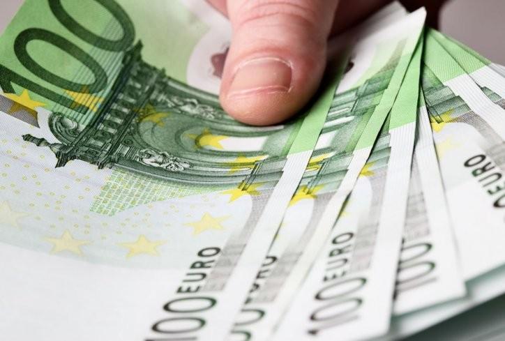 Потпретседателката на Сојузот на Боки 13 примила 233.000 евра со авторски договор