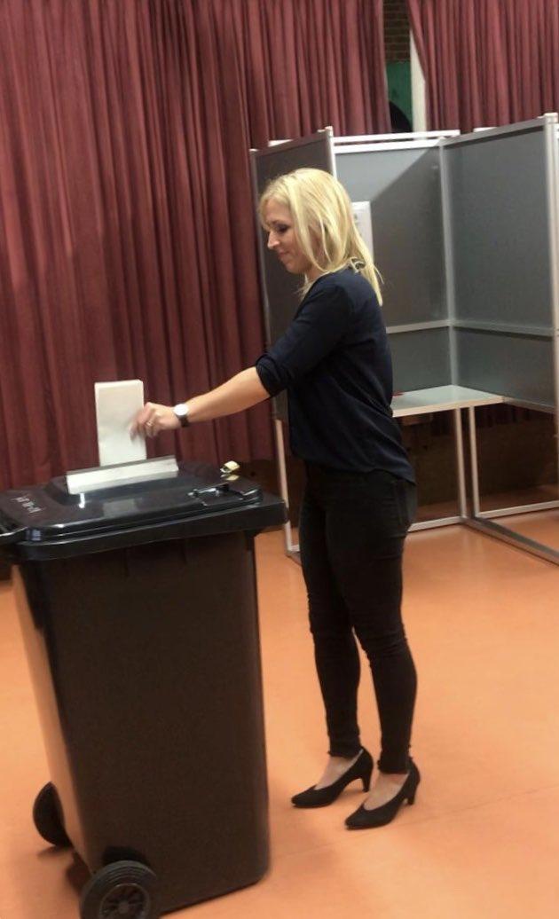 Почнаа европските избори – во Холандија гласачки ливчиња се фрлаат во канти за отпад