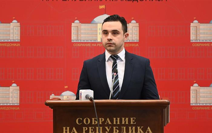 Костадинов ги повика пратениците од ВМРО-ДПМНЕ да гласат за одземање на мандатот на Груевски