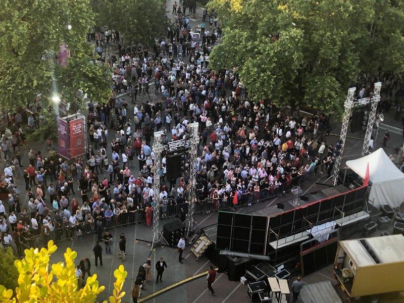 Мицотакис пред уверлива победа, Ципрас не може да наполни ни плоштад во Лариса (ВИДЕО)