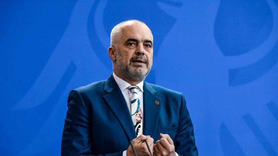 Албанија ги укина работните дозволи за Албанците од Македонија и од Црна Гора