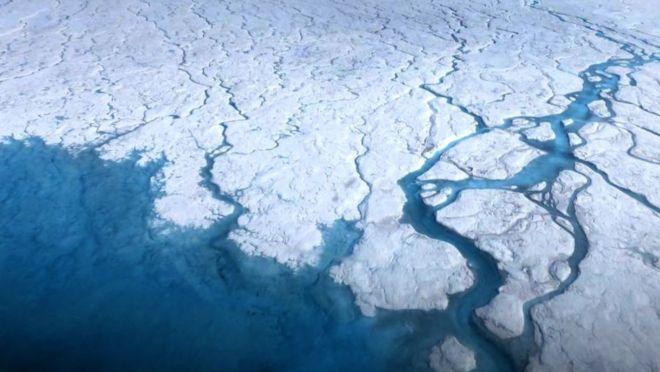 Научници открија повеќе од 50 езера под мразот на Гренланд