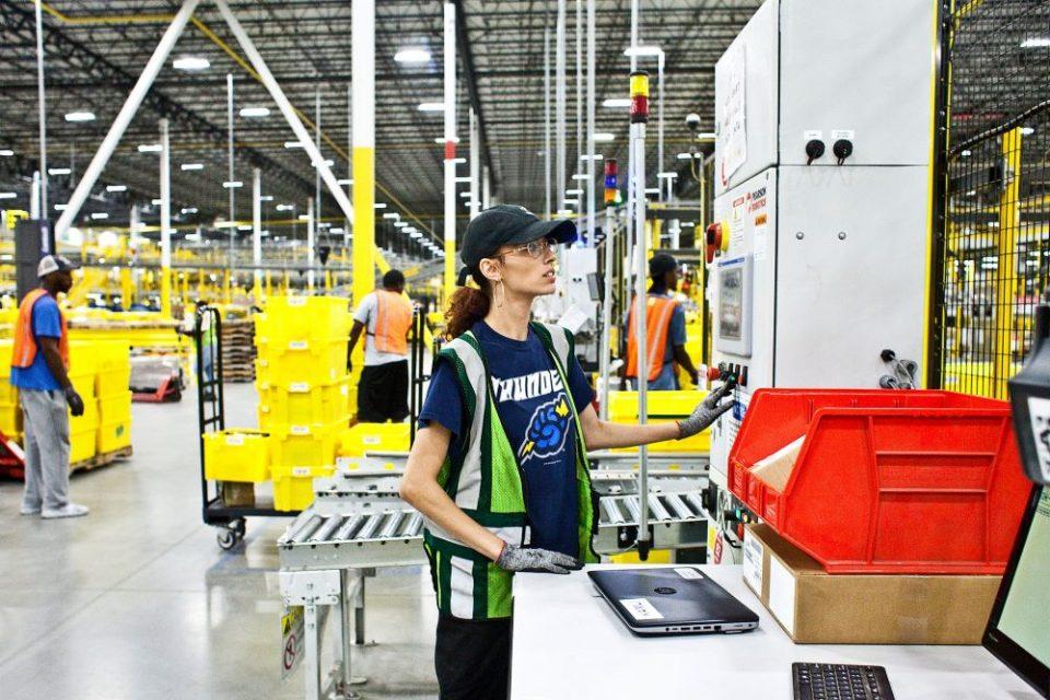 Амазон: Роботите не ги уништуваат работните места, тие ги креираат