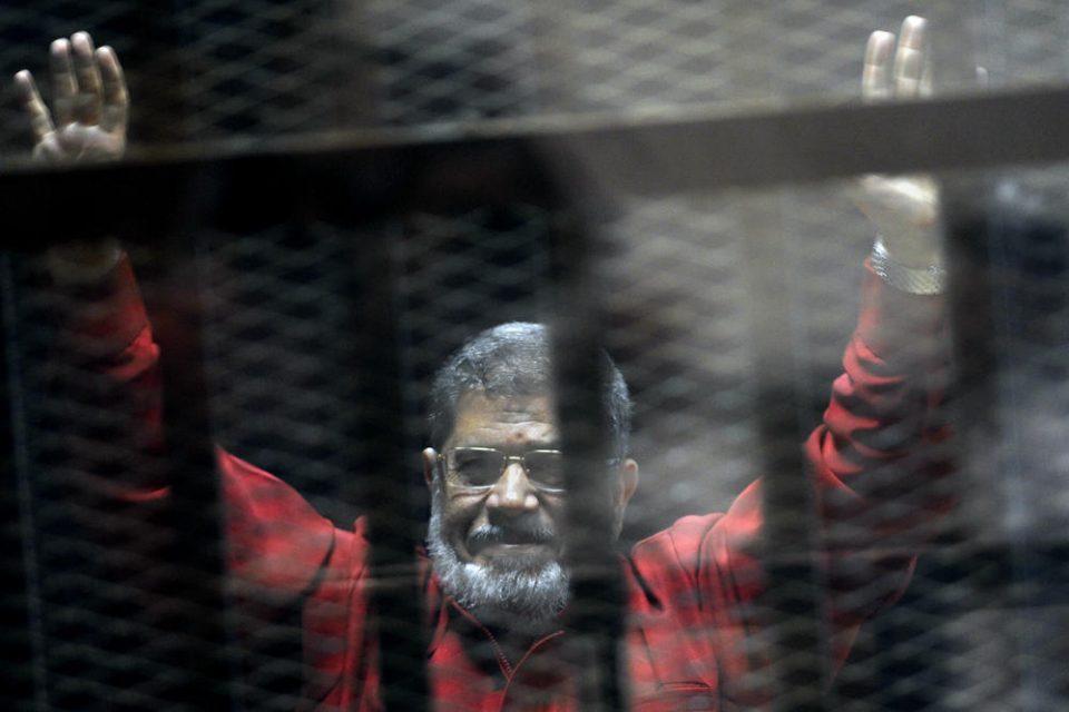Поранешниот претседател на Египет Мухамед Морси почина за време на судење