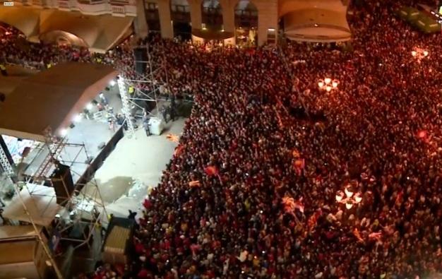 ВО ЖИВО: Ракометните шампиони пристигнаа на плоштадот Македонија