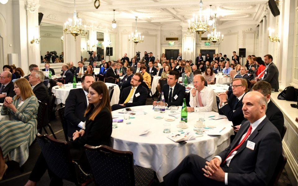 Заев: Инвестициските можности на земјава се зголемуваат