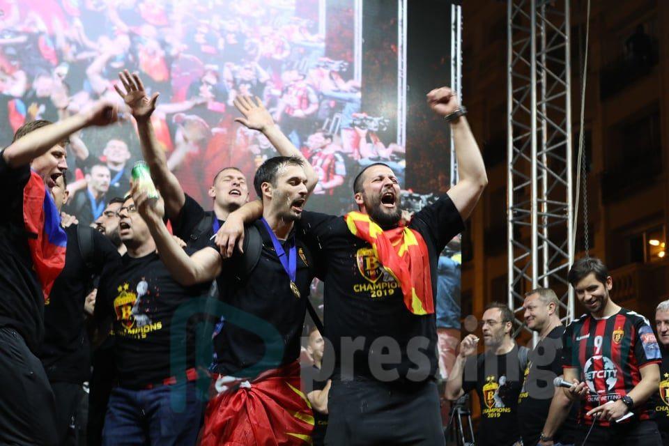 Стоилов од пред плоштад: Добро вечер Македонијоооооo