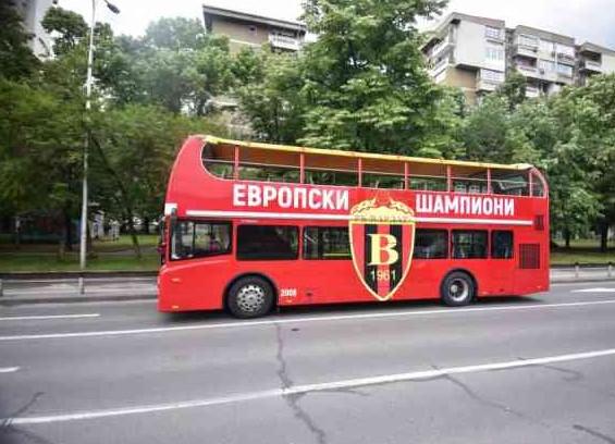 Брендираниот автобус подготвен за европските шампиони (ФОТО)