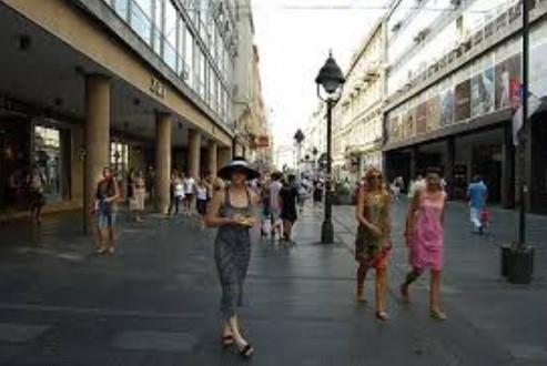 Не веруваат во земјата: 39 отсто од младите во Србија сакаат да си заминат