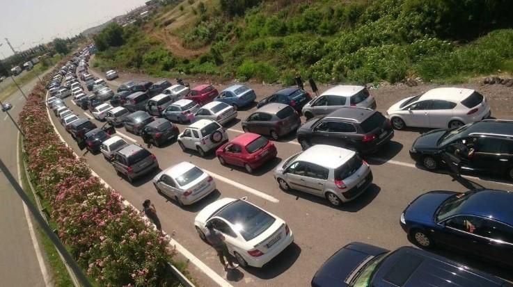Со пријателите не можете во исто возило: Во Грција само по двајца во автомобил