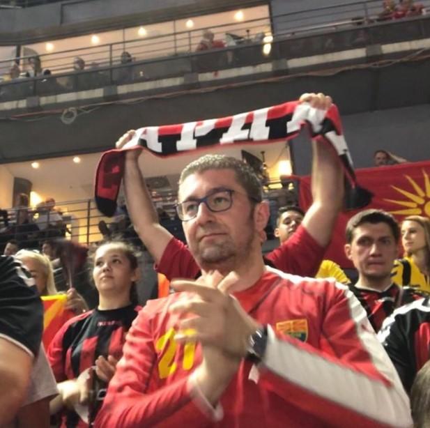 Другата страна на Мицкоски: Семеен човек кој го сака спортот