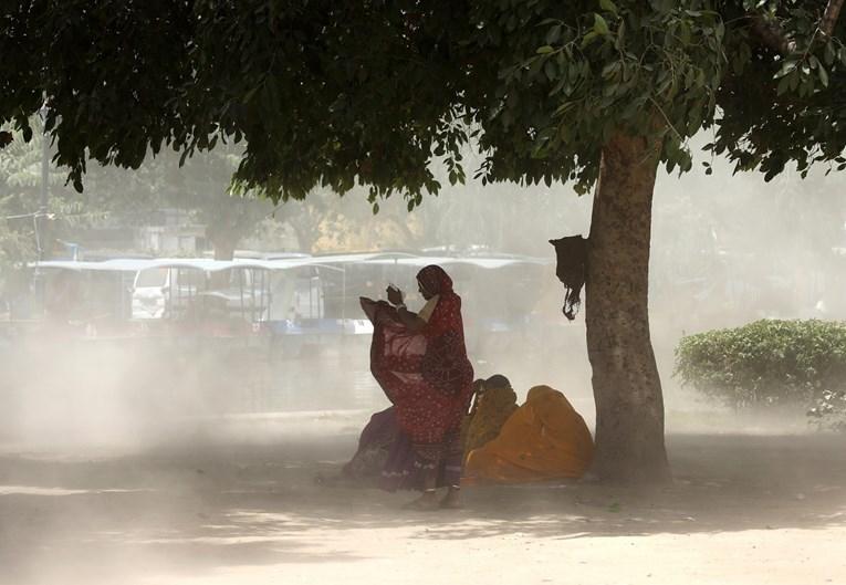 Индија гори на 50 степени – починаа најмалку 36 лица од топлотен удар