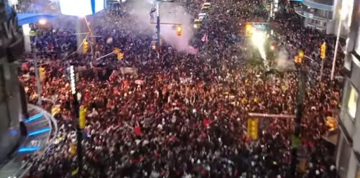 Нема спиење во градот: Вака жителите на Торонто ја слават НБА титулата (ВИДЕО)