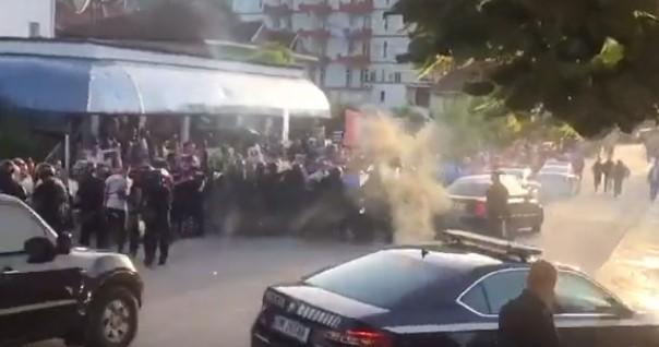 Тензично во Албанија: Нападнат автомобилот на Рама по одлуката да се смени претседателот Мета (ВИДЕО)