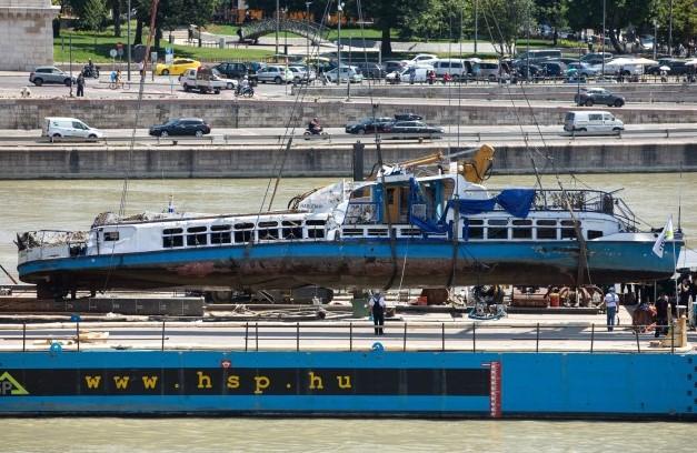 Од Дунав извлечен бродот во кој настрадаа јужнокорејски туристи
