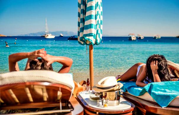 Кога во Грција: Дали би летувале два пати вон сезона или еднаш во шпицот?