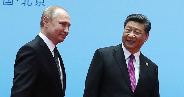 Претседателот на Кина ќе паднеше од бина, но за среќа брзо реагираше обезбедувањето на Путин