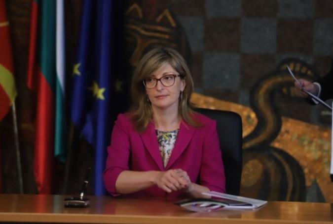 Захариева: Ќе биде историска грешка ако не почнат преговори со Северна Македонија и Албанија