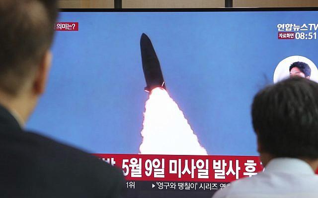 Северна Кореја лансирале два неидентификувани проектила